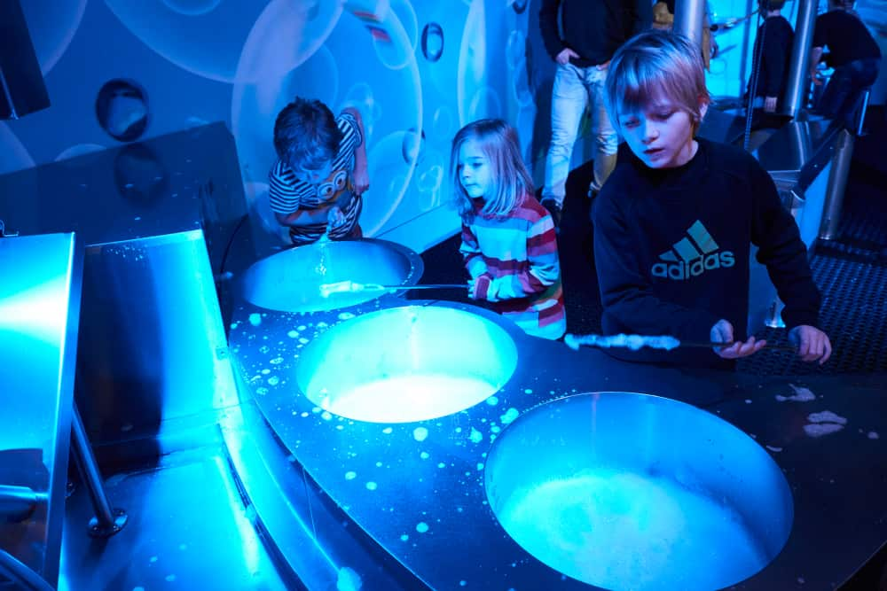 kids at planetarium