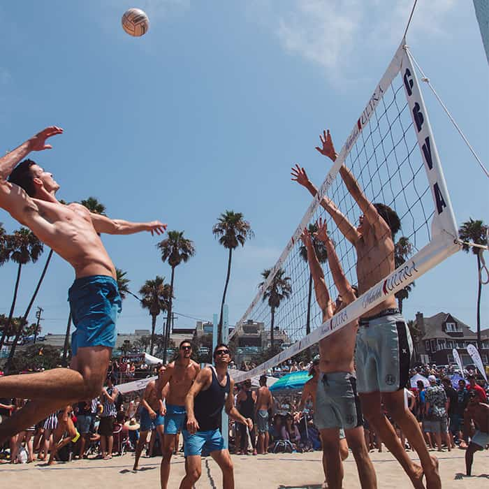 guys-playing-volleyball