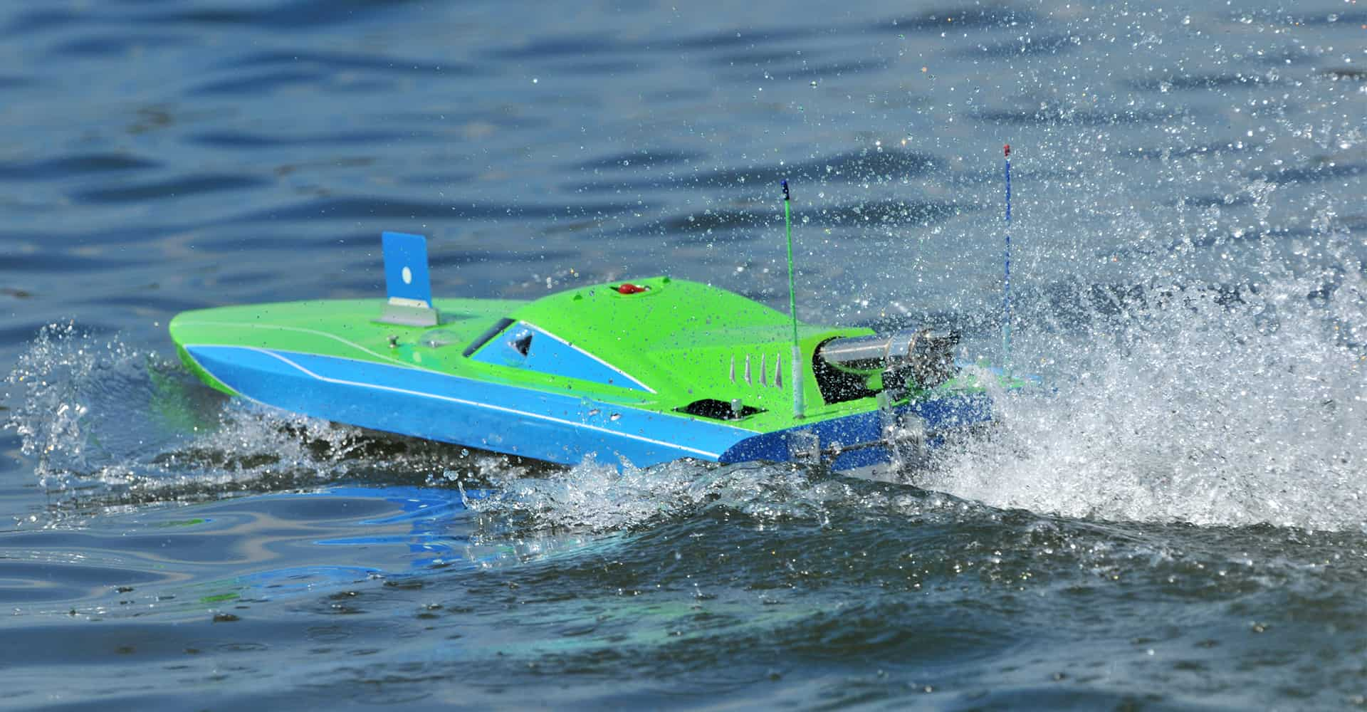RC Boats for Beginners: Everything You Need to Get Started