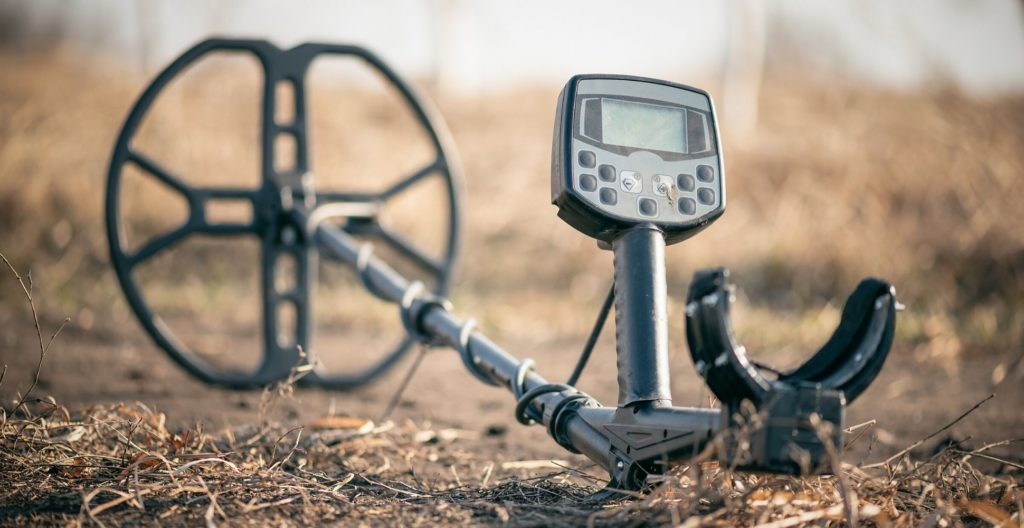 best-lightweight-metal-detector