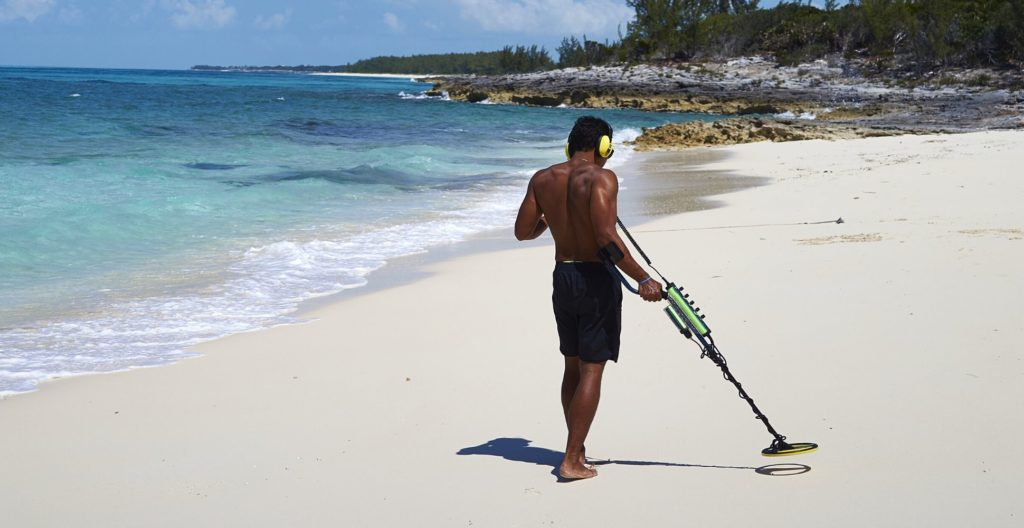 best-metal-detector-for-beachcombing